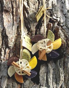 Seifengestecke am Baum